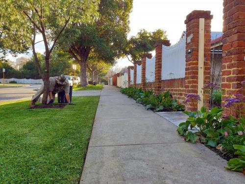 Fertilising, Garden Bed & Leaf Litter removal Mount Lawley