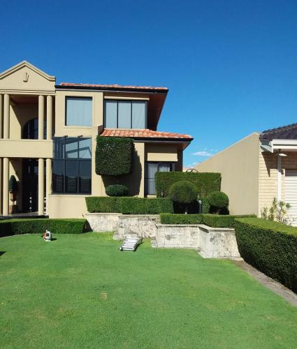 Topiary and Hedging at Dianella